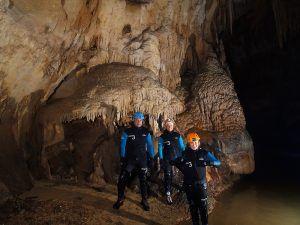 Orillas de la Cueva Acuática el Molino