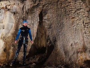 Estalagmitas y Coladas Cueva Acuática El molino