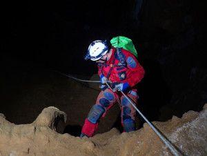 Rapel de 60 metros en Cueva Mur