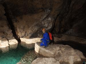 Coventosa Gours - Detalle del agua cristalina de los gours