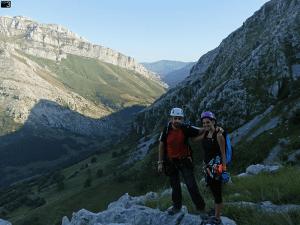 Socueva - En la cima con el Valle del Asón a la espalda