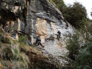 El Risco - Comenzando a subir por la pared vertical